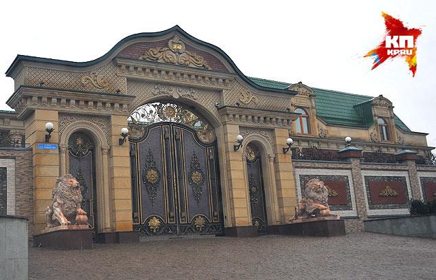 Ворота дома-дворца депутата Делимханова. Фото: Евгения ГУСЕВА
