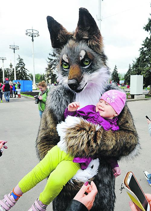 Чтобы ни один серый волк не обидел ни одного ребенка в России, Госдуме иногда приходится отстаивать спорные, но необходимые идеи. Фото: Виктор ГУСЕЙНОВ