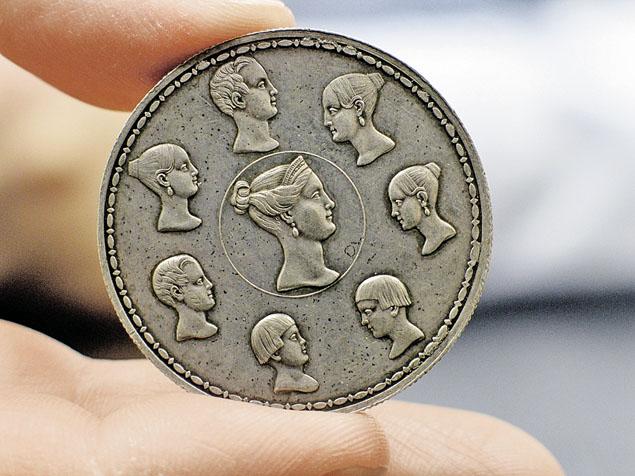 Фамильный рубль Николая 1 стоит миллионы. Мошенники впаривают копии за пару тысяч. Фото: РИА Новости