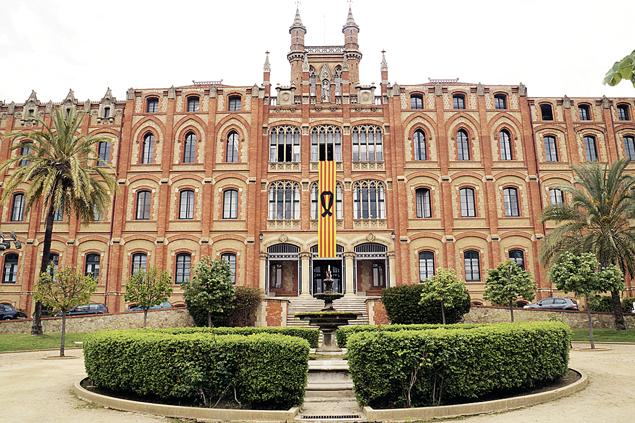 Школа Святого Игнасио в Барселоне. Год обучения вместе с питанием и экскурсиями стоит здесь 20 тысяч евро (около 1,4 млн. рублей). Фото: wikimedia.org
