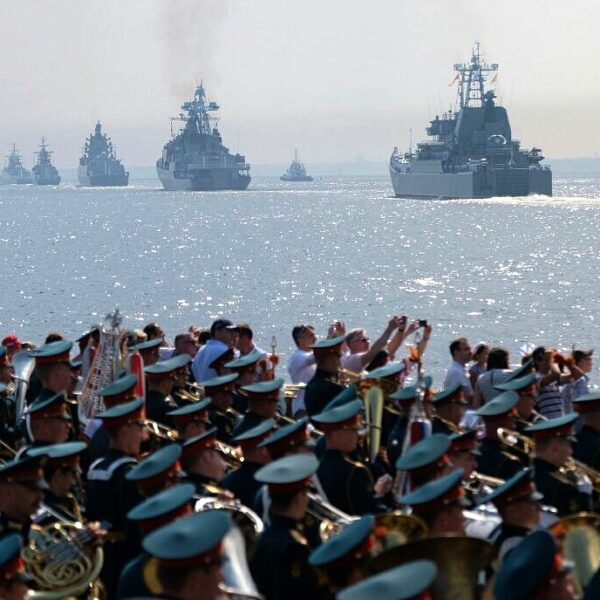 Парад на День ВМФ в Кронштадте