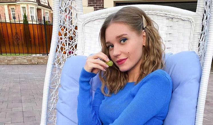 «Нет актерского образования»: Кристина Асмус рассказала, как Акиньшина, Куркова и Бортич попали в кино
