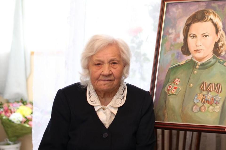 Матрена Семеновна Наздрачева и ее портрет.