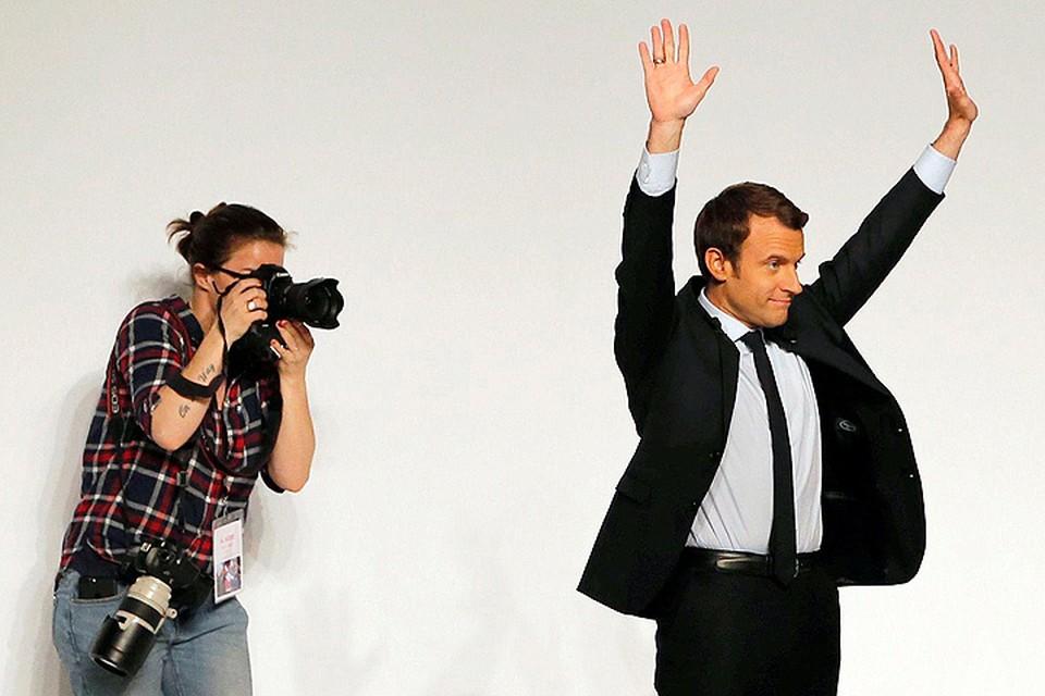 На вопрос, какая у него программа, возможный будущий президент Франции радостно отвечает: «Да, у нас нет программы, но мы о ней и не заботимся. Зато у нас есть видение будущего!»