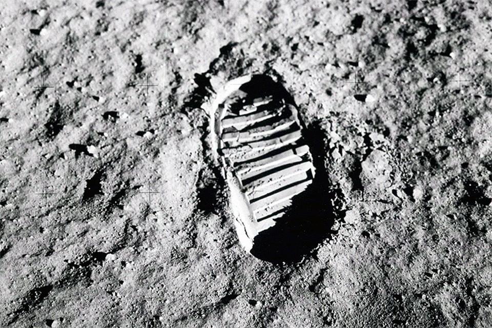 След, оставленный американскими астронавтами на лунной поверхности.
