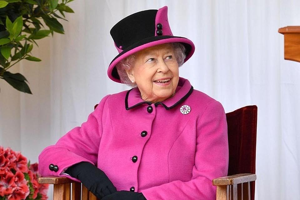 Королева Елизавета II очень внимательно относится к своему гардеробу и внешнему виду