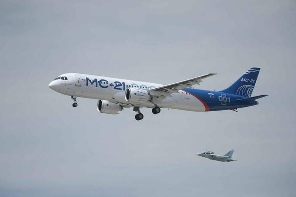 Со своим лайнером «новичком» Россия впервые замахивается на прямую конкуренцию с мировыми «монстрами» авиастроения. Фото: официальная страница Дмитрия Рогозина в соцсетях