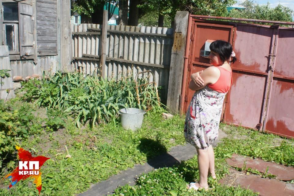 Мама Ольги Наталья живет одна в скромном домике на окраине Балашова.