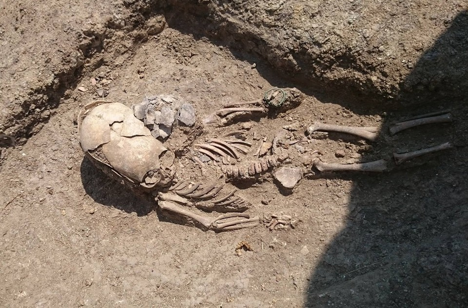 """Погребение """"инопланетянина"""". Фото: фонд """"Археология"""""""
