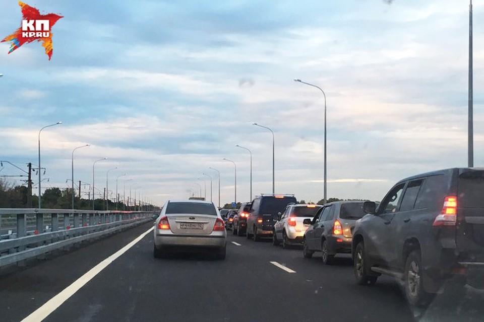 Дублер Борского моста полностью не избавил нижегородцев от пробок. Фото: Артем Зорин