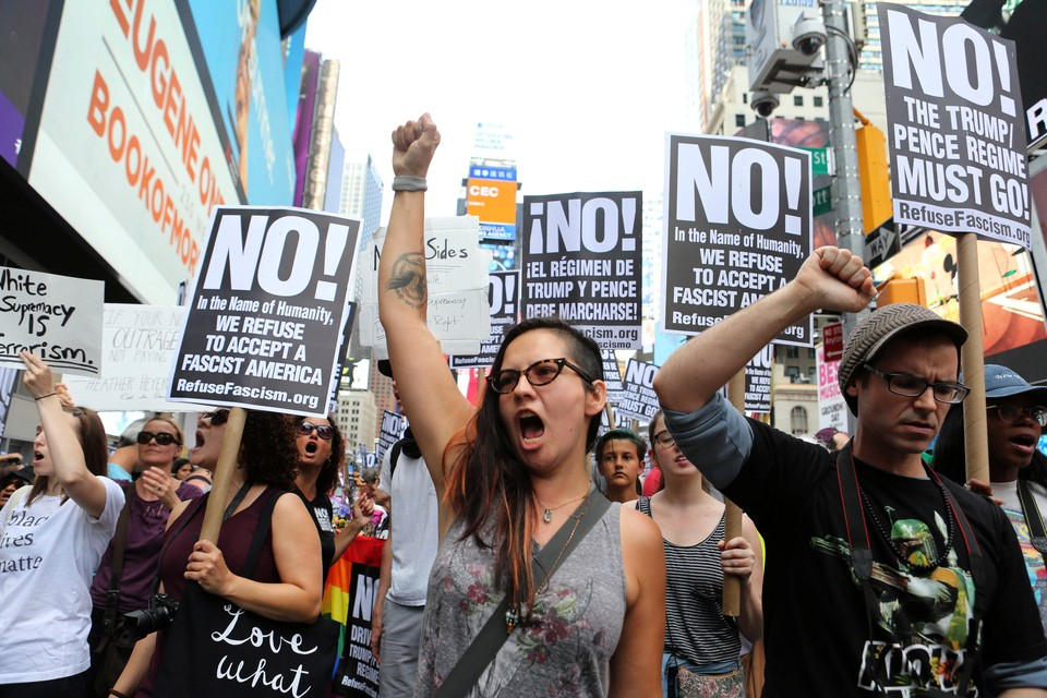 В США прошли массовые протесты по следам событий в Шарлотсвилле