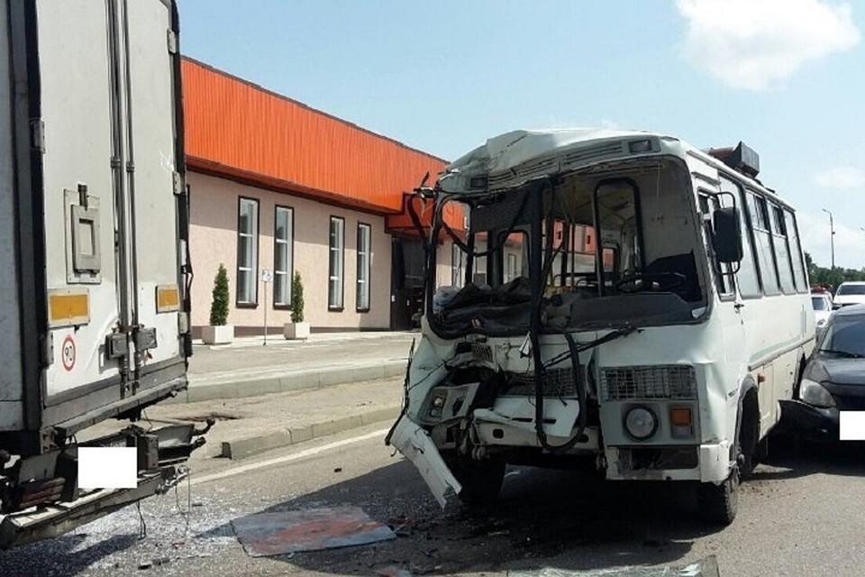 Стали известны причины столкновения автобуса ифуры вКузбассе