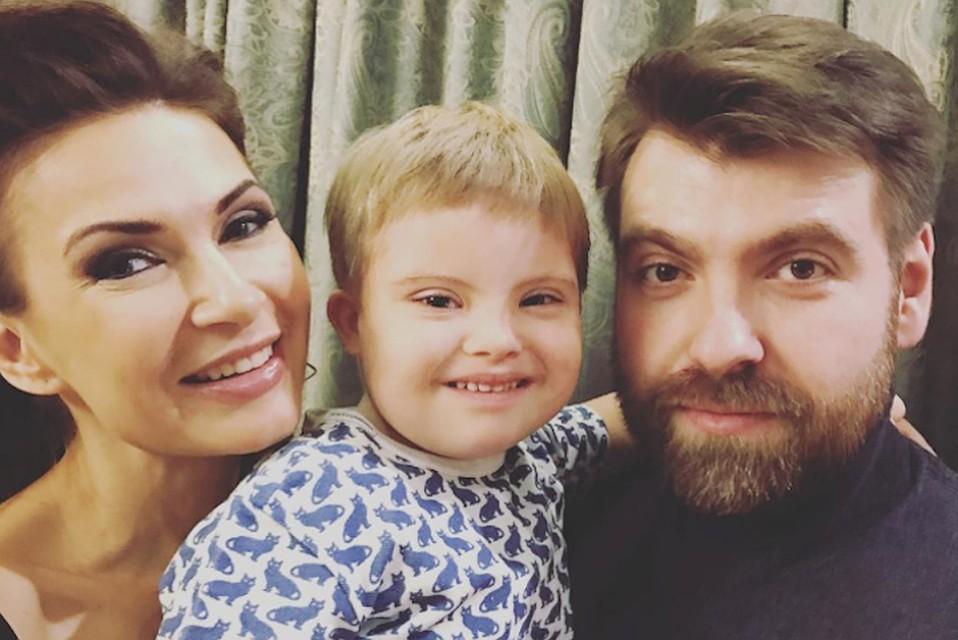 Эвелина бледанс с ребенком сейчас 31
