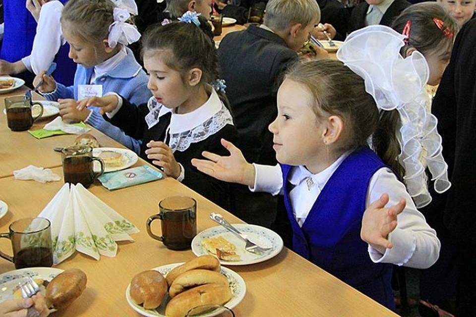 Питание на работе и в школе: можно ли бутербродами и кофе заработать гастрит?