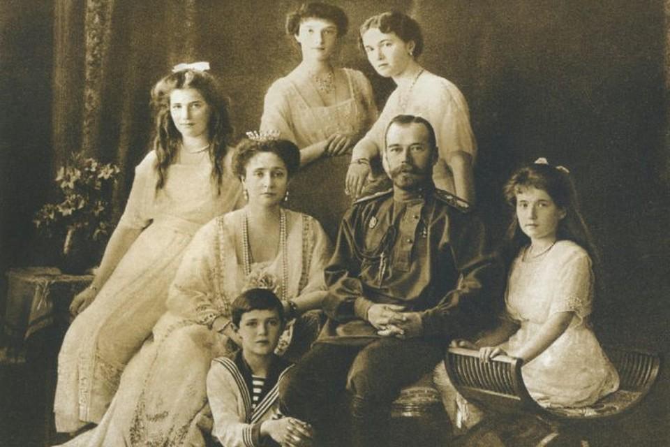 Николай II с семьей были убиты в 1918 году.