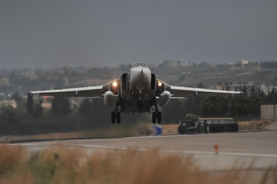 """Су-24 вылетал с авиабазы """"Хмеймим"""" в район Меядина в провинции Дейр-эз-Зор."""