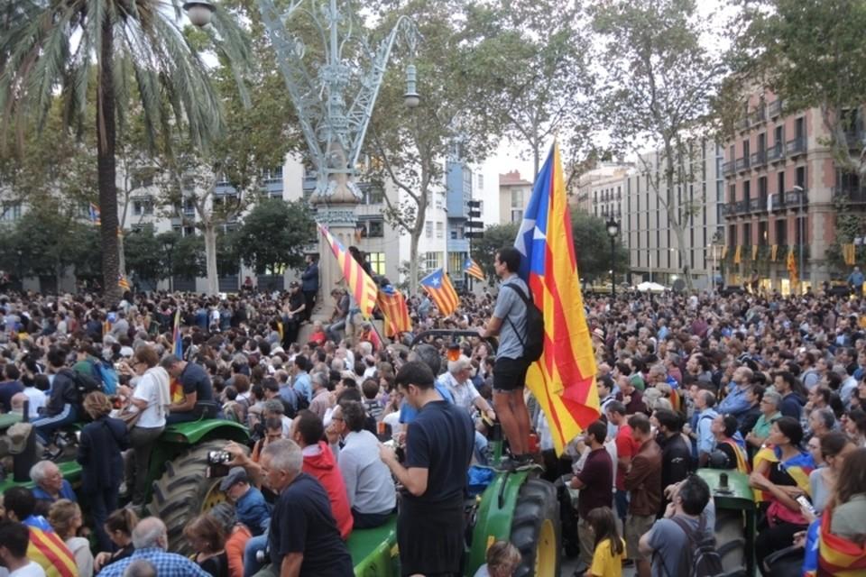 Каталонские власти, вызвав людей на улицы, их подвели