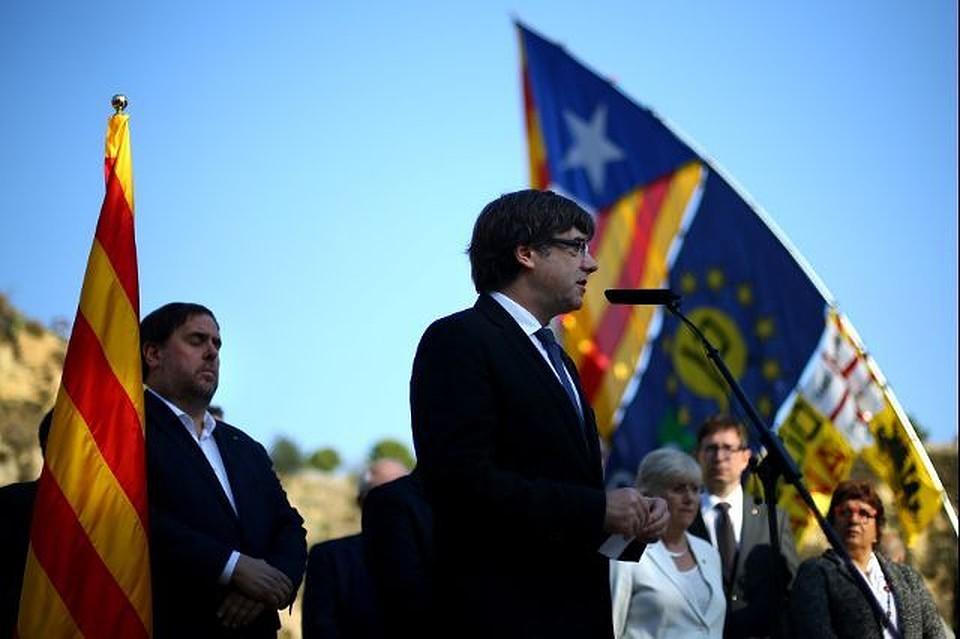 Мадрид вновь потребовал откаталонских властей четкого ответа повопросу независимости