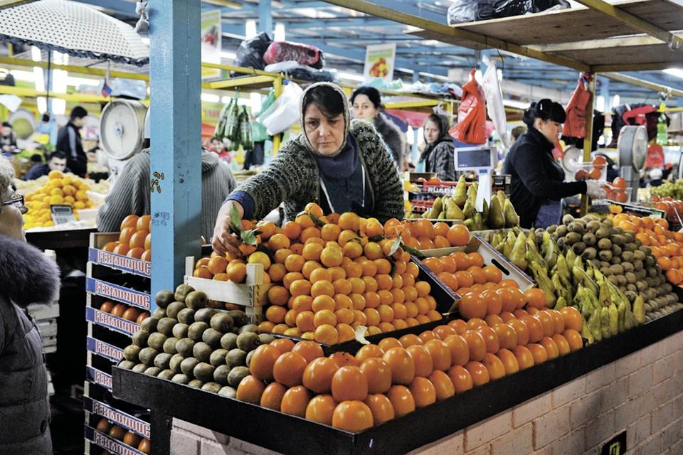 Мандарины в Россию нынче откуда только не везут. Но многие покупатели по привычке предпочитают именно абхазские.