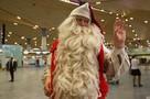 Праздник к нам приходит: Санта из Финляндии прилетел в Петербург