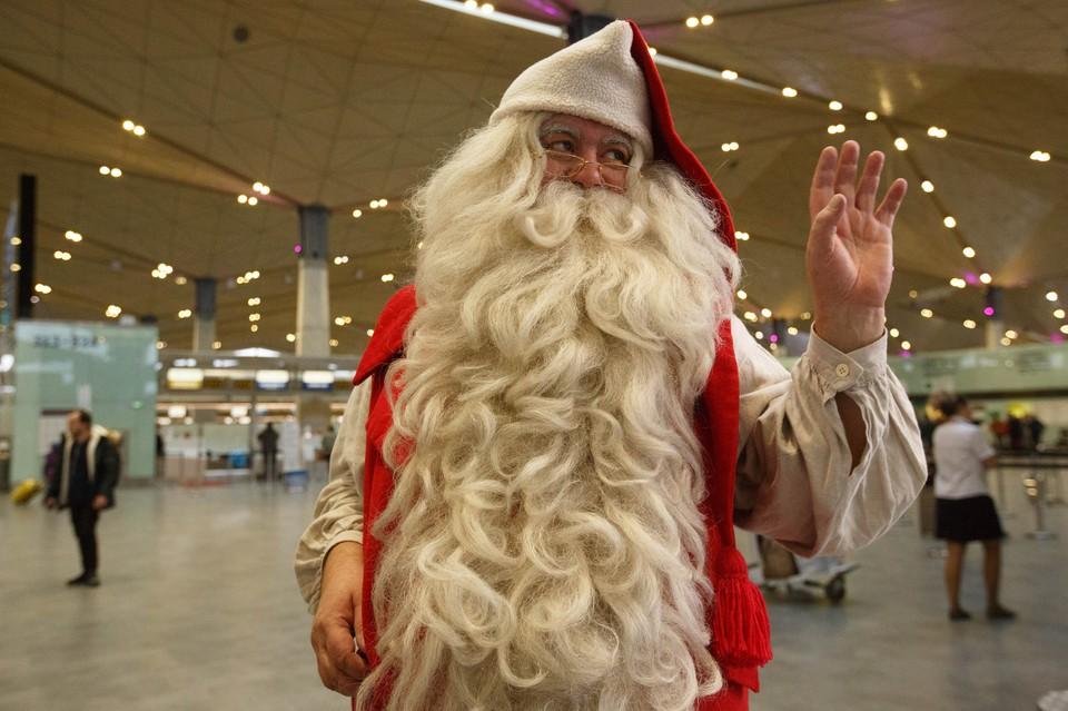 Волшебник из Финляндии прилетел в главную воздушную гавань Северной столицы.