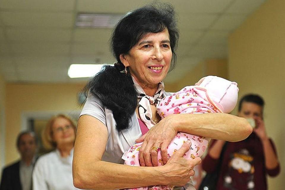 Галина Шубенина с новорожденной Клеопатрой.