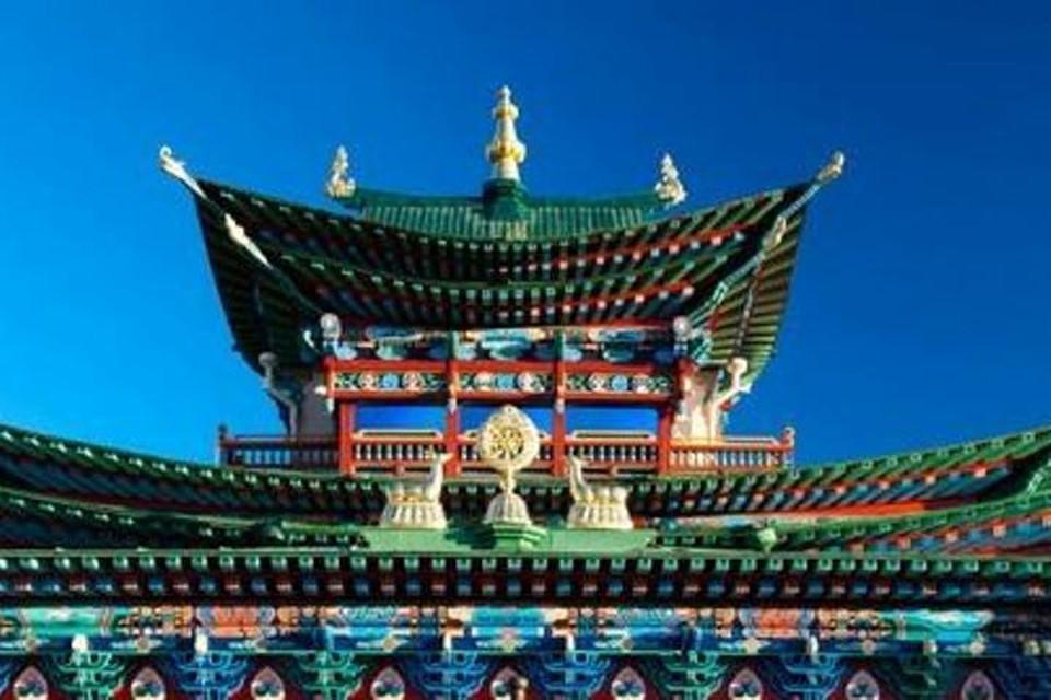 В Бурятии за здоровье пострадавших при нападении на школу молятся во всех храмах. Фото: официальная страница Хамбо Ламы Итигэлова