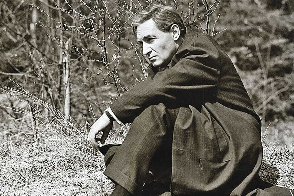 Для миллионов зрителей советский разведчик Исаев-Штирлиц ассоциируется с исполнившим его роль актером Вячеславом Тихоновым.