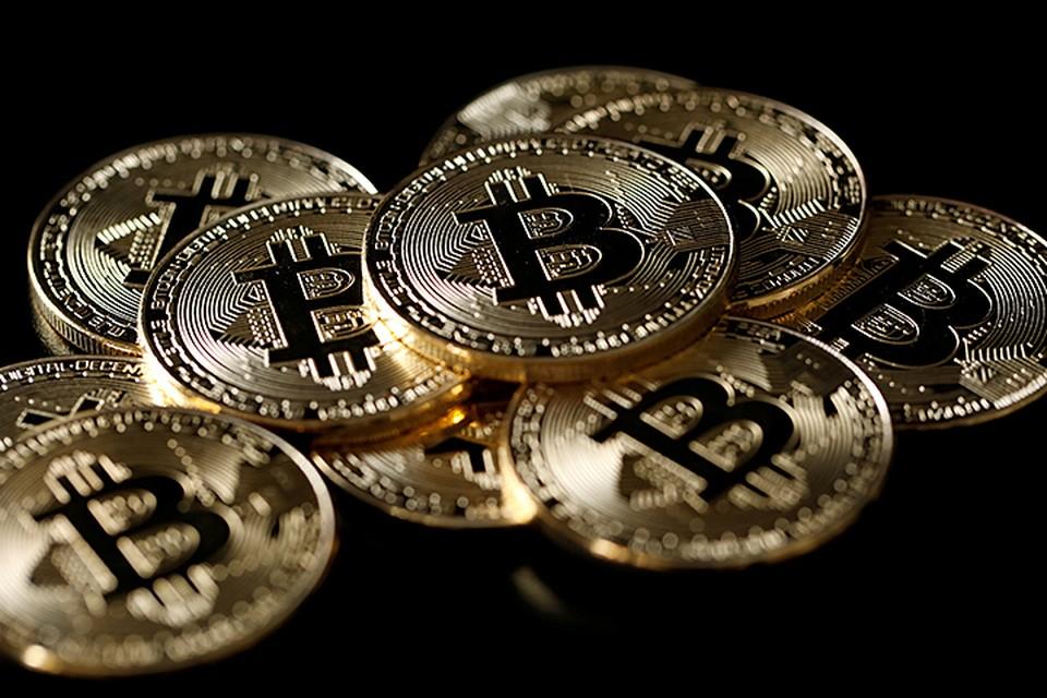 Покупать криптовалюты можно, но расплачиваться ими за реальные товары нельзя. Если какой-либо магазин захочет это сделать, это будет незаконно