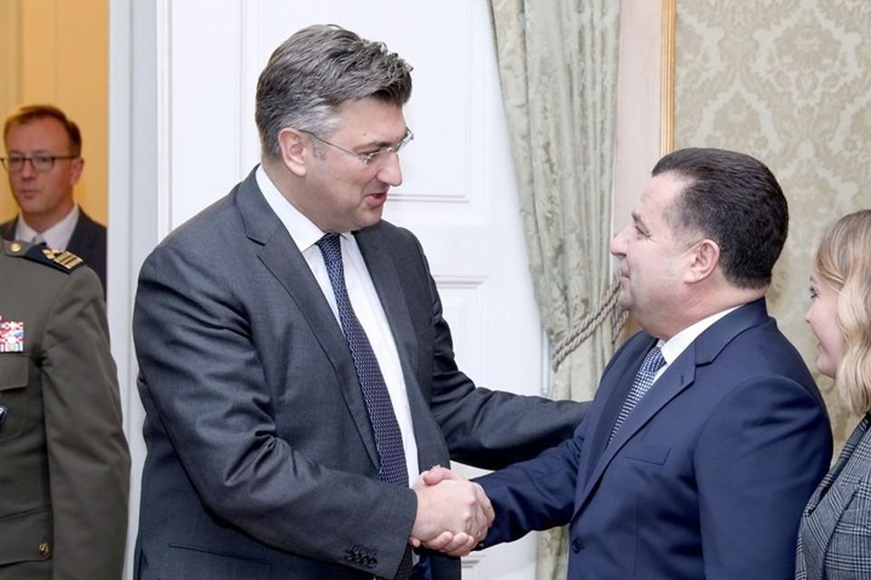 Премьер-министр Хорватии Андрей Пленкович (слева) и министр обороны Украины Степан Полторак