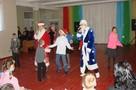 Дед Мороз и Снегурочка снова пришли к детям