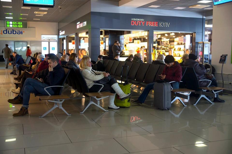 """Подробности драки в киевском аэропорту: белорусы были на стороне украинцев, но выкрикивали антиукраинские лозунги. Фото: пресс-служба аэропорта """"Жуляны""""."""