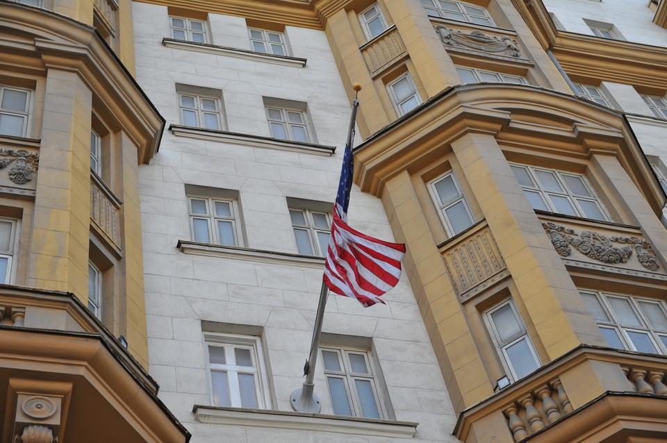 Сейчас посольство США в Москве расположено по адресу Большой Девятинский переулок, 8