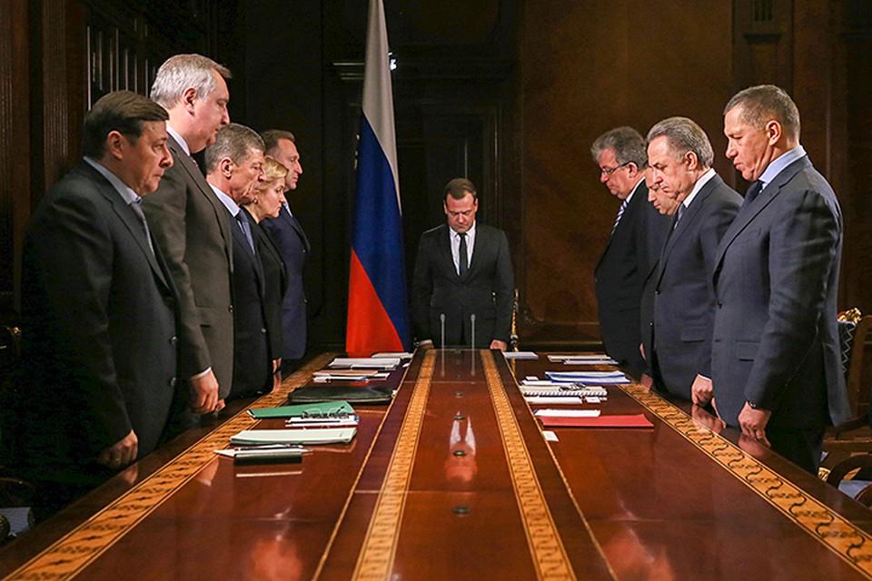 От имени правительства выражаю глубокие соболезнования родным и близким погибших, - сказал Медведев. Фото: Екатерина Штукина/ТАСС