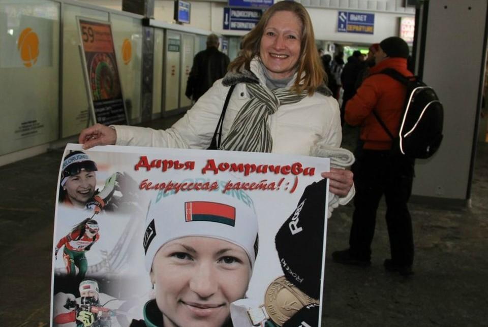 Мама Дарьи Домрачевой: Вечером с Ксенией пересмотрим победную гонку, она очень любит маму и сразу бежит к экрану телевизора обниматься. Фото: sports.ru.