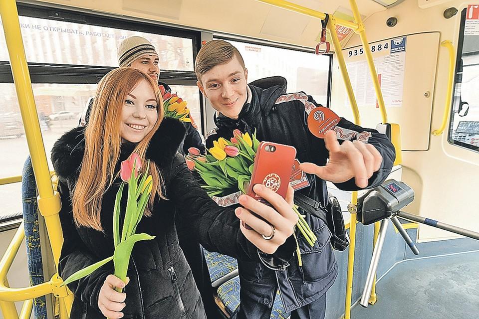 """Цветы и пожелания любви 8 марта порадуют не всех. ФОТО: Архив """"КП""""."""