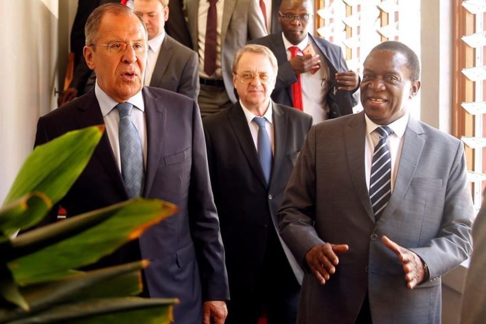 Министр иностранных дел России Сергей Лавров (слева) и президент Зимбабве Эммерсон Мнангагва