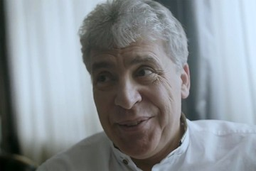 «Ну и видок»: Грудинин показал на видео, как впервые за 30 лет сбривает усы