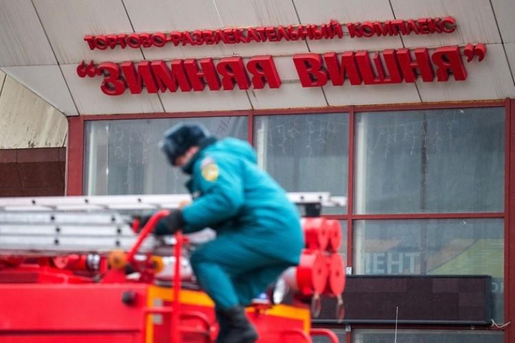 Ранее в воскресенье, 25 марта, пожар вспыхнул в торговом центре в Кемерово. Фото: Данил Айкин/ТАСС