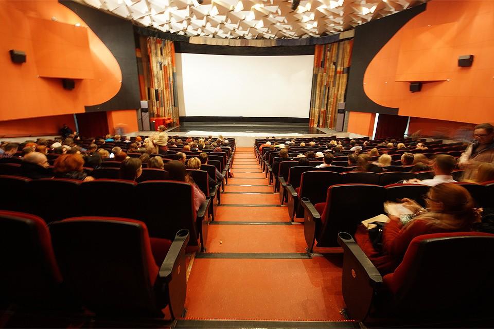 """Сотрудница кинотеатра: """"Пожар то может произойти где угодно, но чтобы выходы были закрыты..."""""""