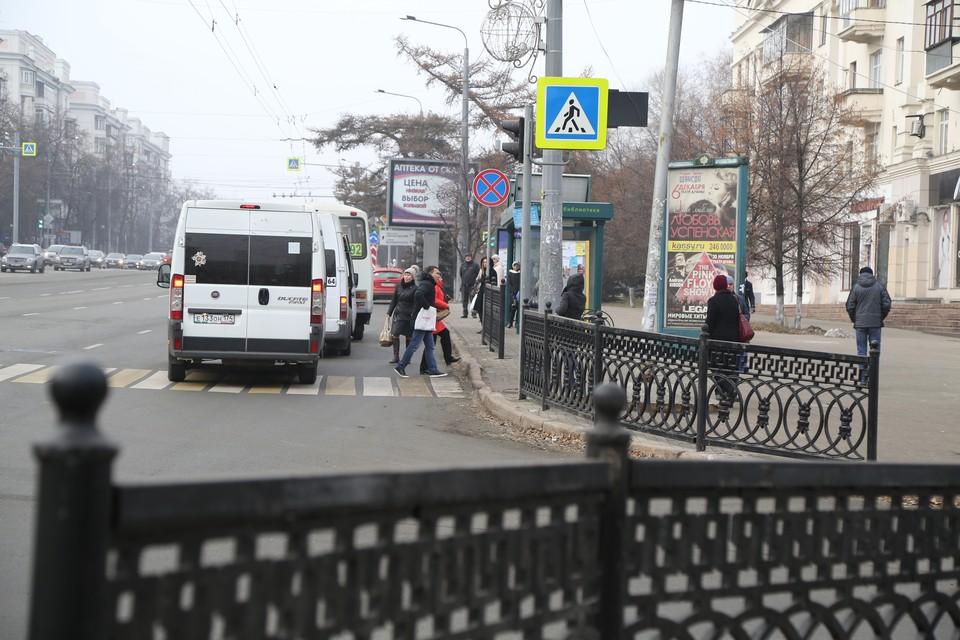 Странная гряда заборов выросла на центральной улице города. Зачем?