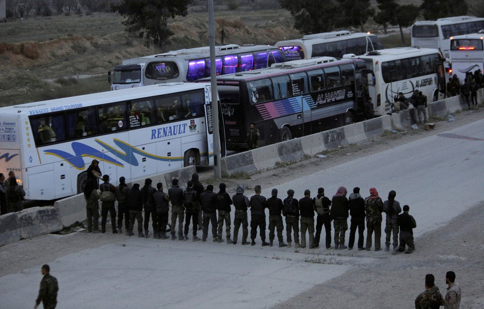 Боевиков вывозят из провинции на автобусах