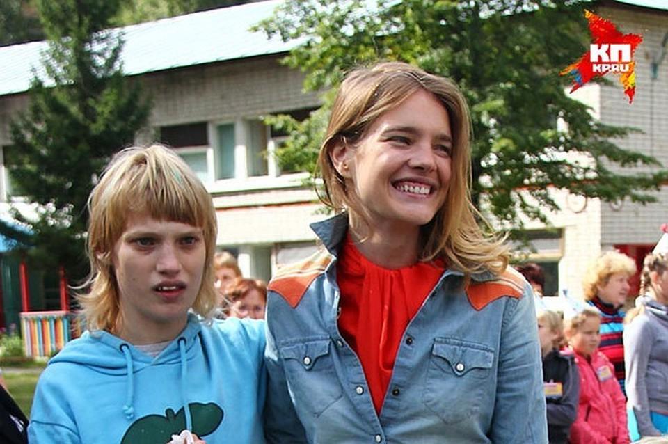 Наталья Водянова с с сестрой Оксаной.