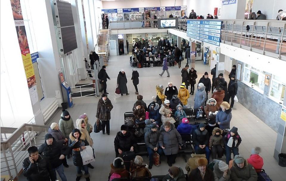 В «Домодедово» отменили рейсы в Дубай, Барнаул и Омск.