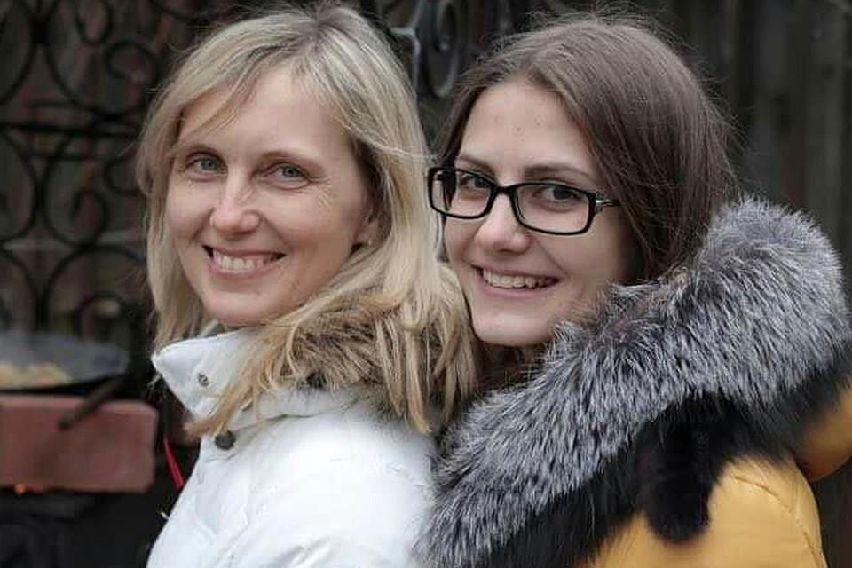 Архивный снимок. Дарья Переверзева с мамой, убитой в сентябре 2014 года.
