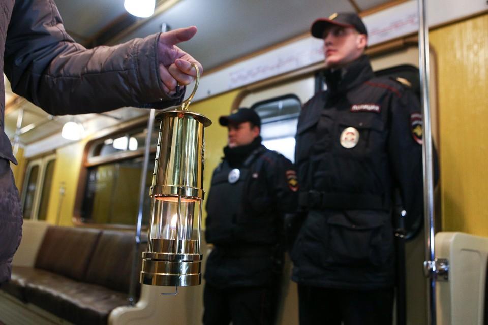 В Москве в ночь на Пасху Благодатный огонь везли на метро. Фото: Андрей Никеричев/Агентство «Москва»