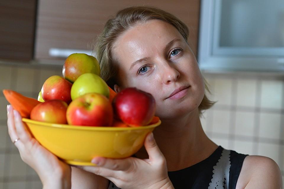 В процессе поедания яблок производится гормон, который посылает в мозг сигналы о насыщении