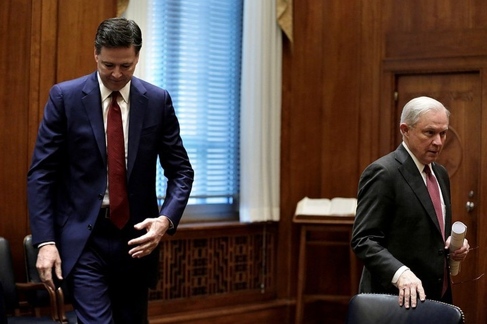Экс-директор ФБР Джеймс Коми (слева) и генеральный прокурор США Джефф Сешнс