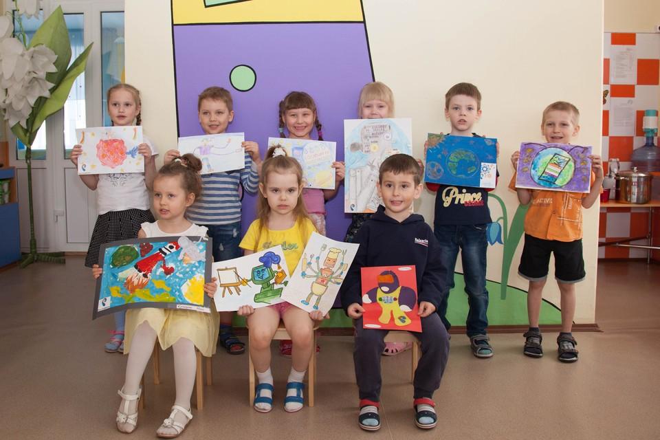 Не смотря на юнный возраст, воспитанники детского сада №452 с небывалым интузиазмом рисовали тематические рисунки в рамках акции «Мой цифровой мир»