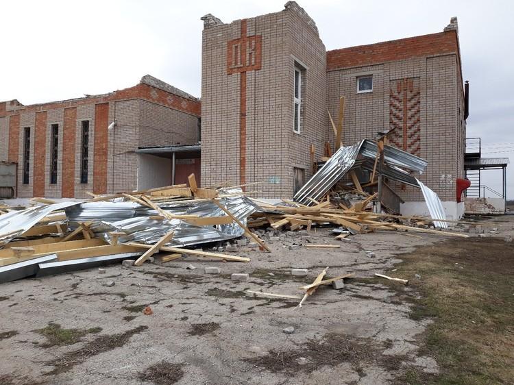 После обрушения крыши здание похоже на руины. Фото: предоставлено Олегом Коноваловым